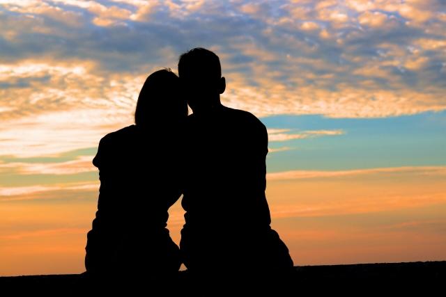 カナダの永住権を結婚で取得する|結婚で取得する人はかなりいる!