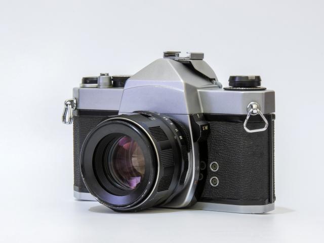 カメラのf値とシャッタースピードの相関関係はどうなっているのか