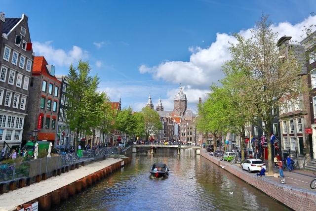 成宮寛貴の弟や家族は?現在の活動はオランダを拠点アーティスト活動?
